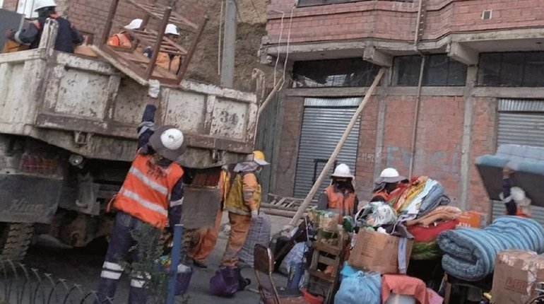 In La Paz.  14 families were left homeless due to unauthorized land movement