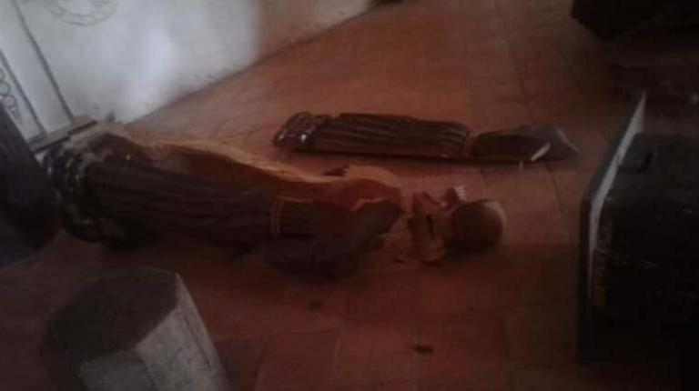 Young man destroys pictures of historical value in the temple of San Javier