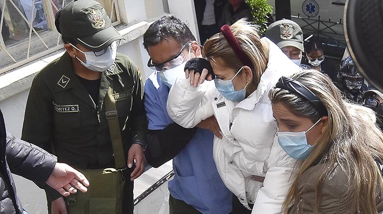 Áñez's defense denies the three-day sentence without a visit to prison and denounces abuse