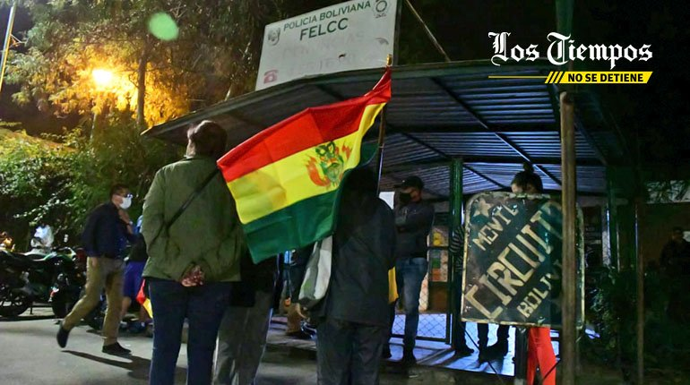 Two members of the RJC are arrested;  Relatives and friends make vigil in the Felcc