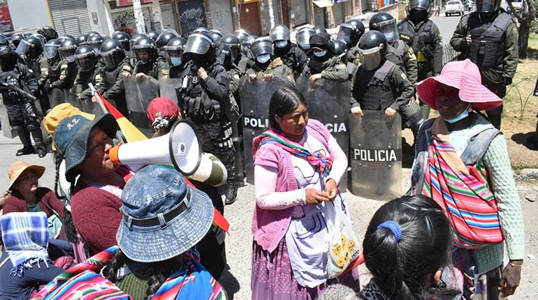 According to a lawyer, more than 100 coca farmers have been arrested because of the Adepcoca conflict