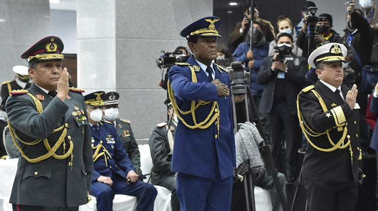 Arce takes over the new high command of the armed forces and asks him to ensure the stability of the government