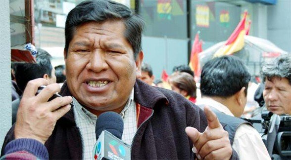 Roberto de la Cruz says that Rómulo Calvo has to apologize for his remarks against Wiphala and proposes that he resign