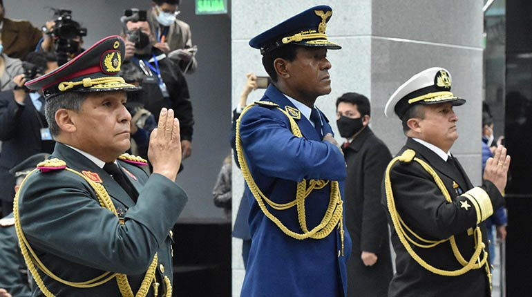 The president asks for submission and discipline to the new chief of the army